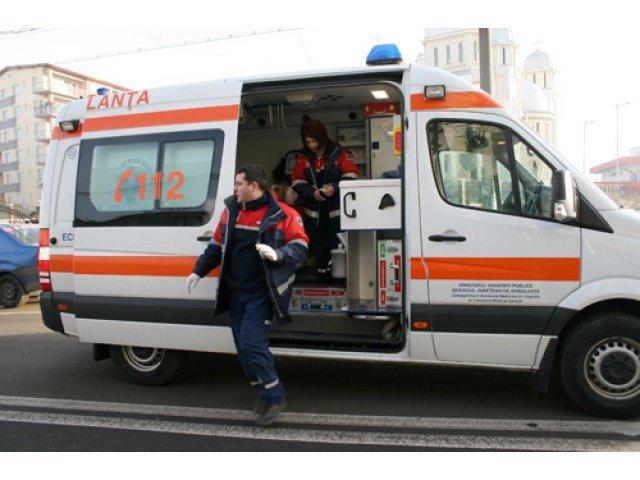 O femeie care a traversat printr-un loc nepermis, lovita in plin de o masina. Victima nu a mai putut fi salvata