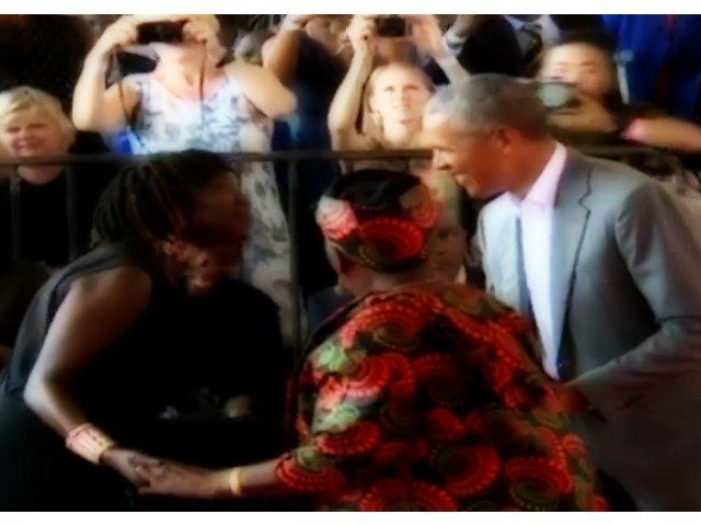 Fostul presedinte Obama, surprins cand dansa cu bunica lui / VIDEO