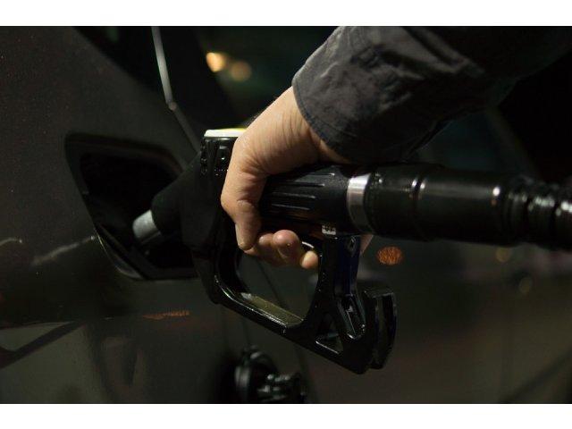 Iti place mirosul de benzina? Exista o explicatie stiintifica pentru asta
