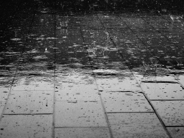 Informare meteo: Ploi torentiale in Bucuresti, valorile termice se vor situa sub mediile multianuale