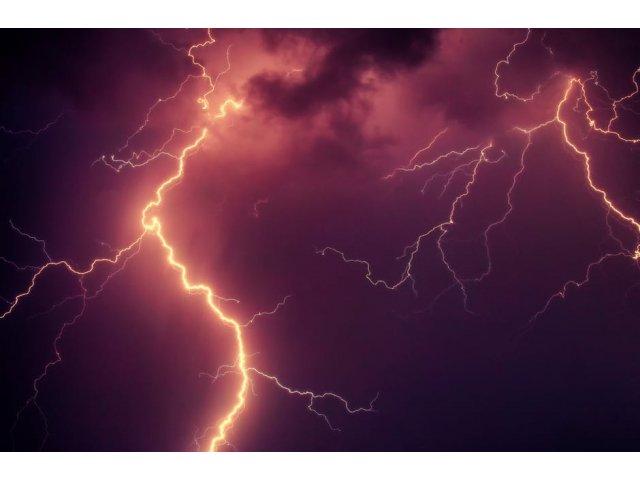Cod galben de ploi si furtuni in Bucuresti si in 30 de judete