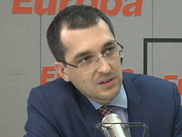 "Vlad Voiculescu: Urmatoarea campanie ar trebui sa fie ""Fara prosti in functii publice"""