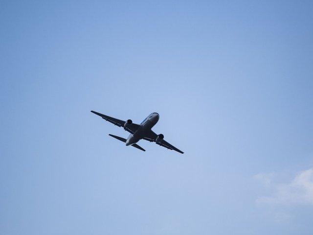 Un nou nascut mort, descoperit la bordul unui avion