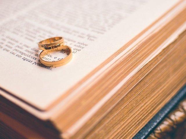Motivul pentru care o femeie de 68 de ani, separata de trei ani de sot, nu poate divorta