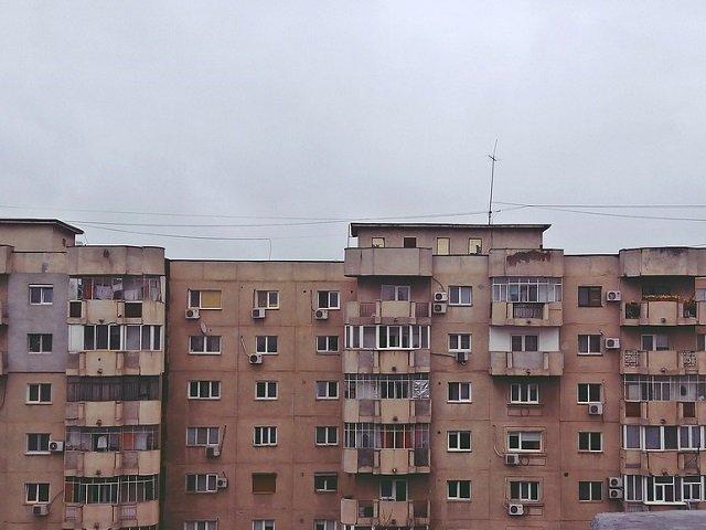 O femeie din Bucuresti a murit dupa ce s-a aruncat de la etajul 7