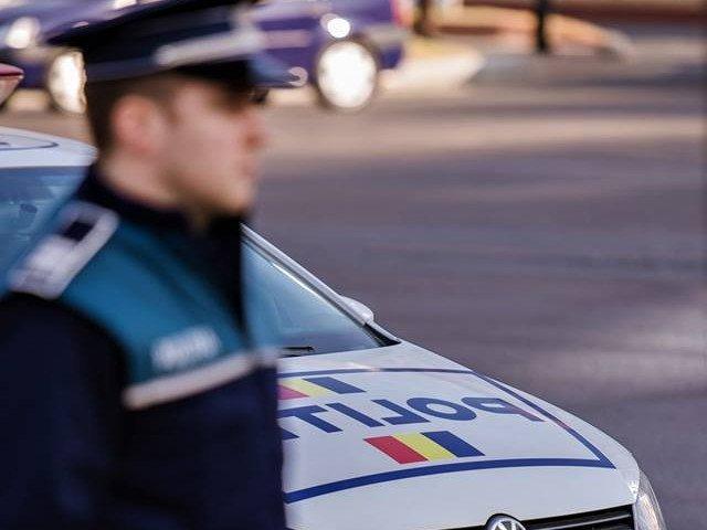 Circa 30 de persoane au protestat la Politia Rutiera fata de retinerea permisului romanului cu masina inmatriculata in Suedia