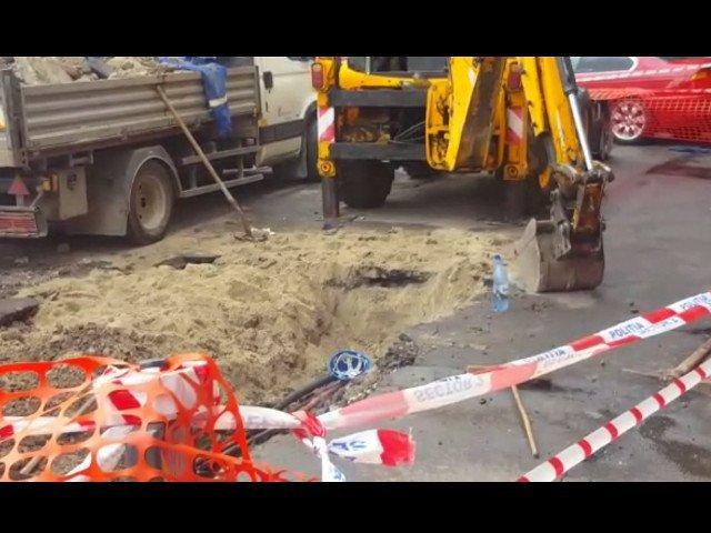 Un muncitor a murit, iar alti doi sunt raniti dupa ce au fost prinsi sub pamant pe un santier din Sibiu