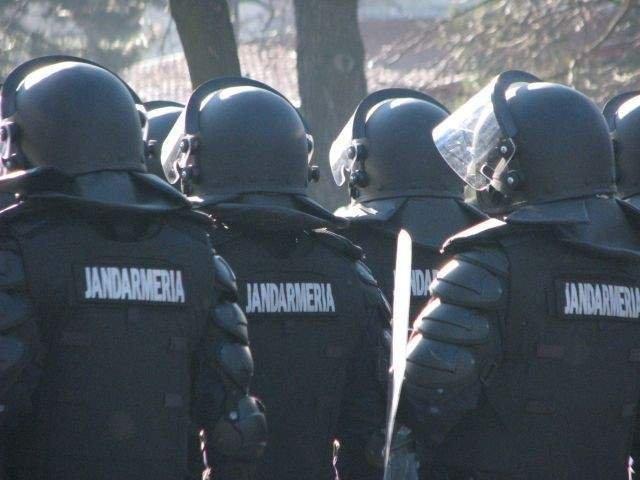 Jandarmeria: Va rugam sa va delimitati de grupurile care provoaca violenta!/ VIDEO