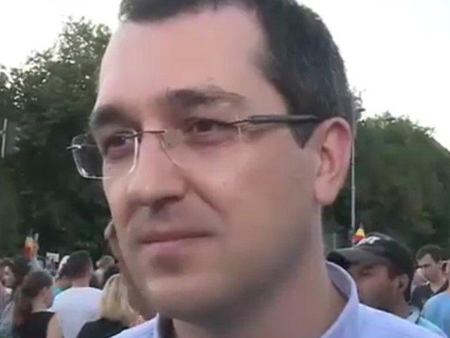 Vlad Voiculescu, prezent in Piata Victoriei: Cred ca mesajul protestului e clar/ VIDEO