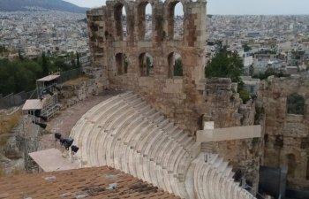 Turist in Europa: Fata nevazuta a Atenei, intr-un city break de 3 zile