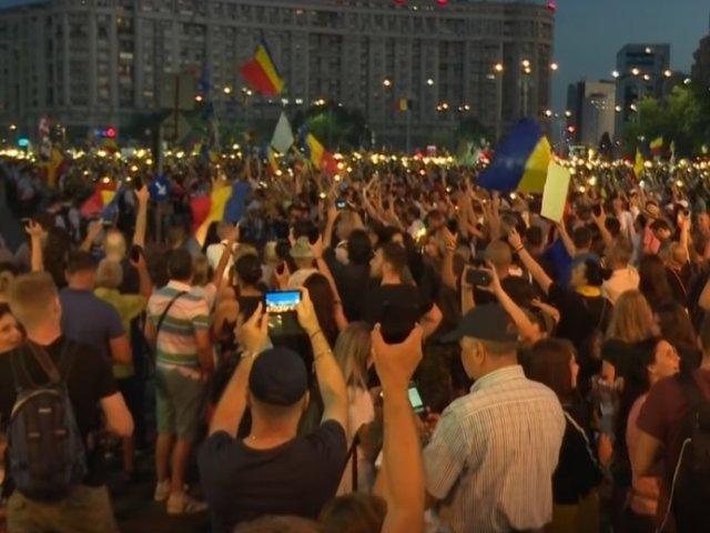 "Un nou protest in Piata Victoriei: ""Ramanem in strada pana la caderea Guvernului Dancila!"""
