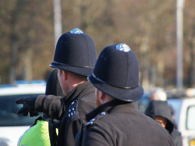 Mai multi raniti, dupa ce o masina a lovit bariera de securitate din fata parlamentului britanic/ VIDEO