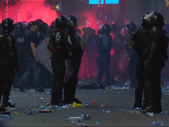 Politico: Democratia sub asediu in Romania