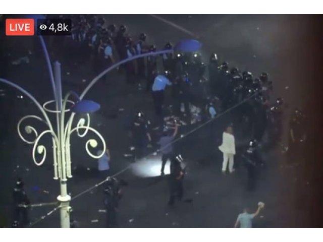 """""""Omul in alb"""" de la proteste este Catalin Paraschiv, seful Brigazii Speciale a Jandarmeriei. Cum explica violenta jandarmilor de la proteste"""