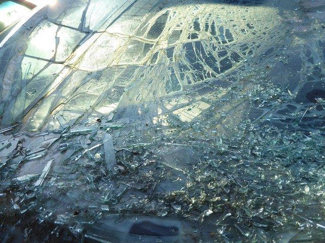 Un tanar a murit si alte trei persoane au fost ranite intr-un accident rutier