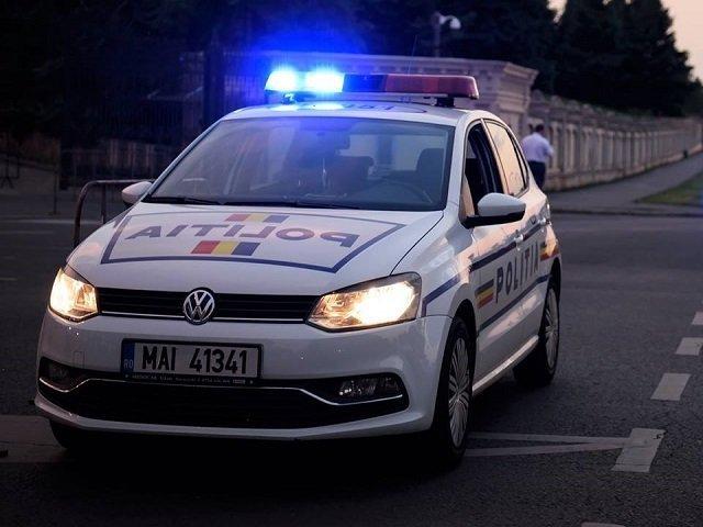 Un barbat a fost calcat cu masina de un vecin in urma unui conflict