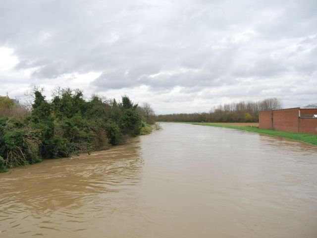 Cod galben de inundatii pe rauri din 11 judete, valabil pana marti dimineata