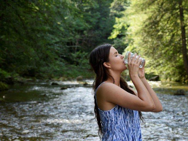 Cum sa bei mai multa apa: 8 metode eficiente