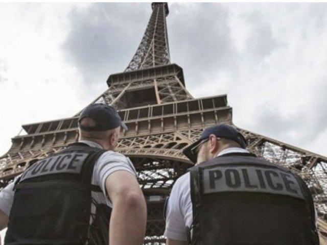 Franta: Un sofer a intrat in plin cu masina intr-o multime de oameni. Doua persoane au fost ranite
