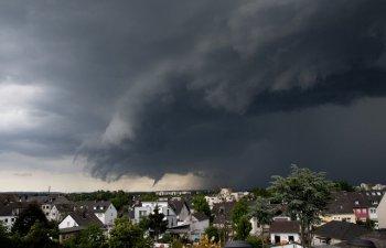 Cinci oameni, intre care o mama si bebelusul ei, ucisi de furtuna Florence