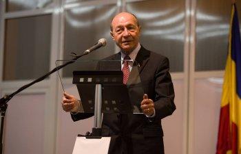 Basescu: Juncker trebuia sa aiba o intalnire cu Dancila la Palatul Victoria, nu pe aeroport