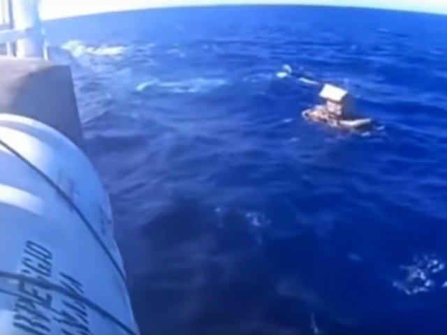 A supravietuit 49 de zile in largul oceanului. Cum a fost gasit un adolescent / VIDEO
