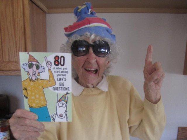 Nu si-au pierdut simtul umorului: 10 bunici haioase care se bucura de viata mai intens decat in tinerete