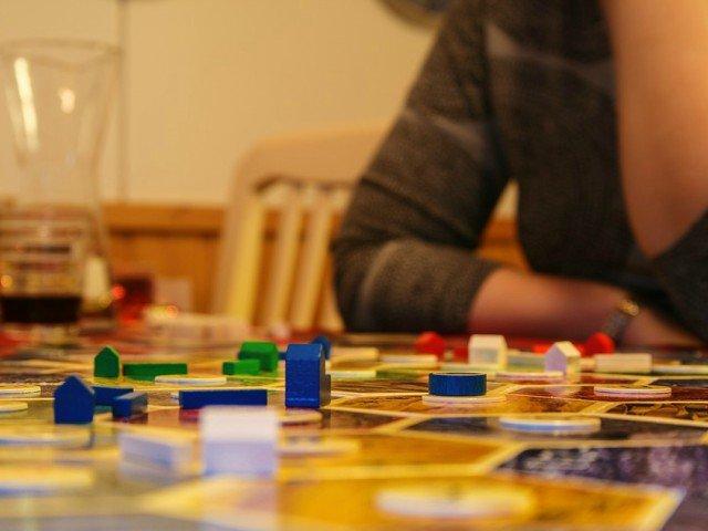 10 cele mai populare jocuri de societate pe care sa le incerci cu familia sau cu prietenii