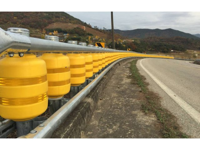 Masuri de siguranta pentru cele mai periculoase drumuri din Romania: separatoare de sens cu role pe DN7 si E85