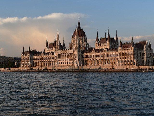 Cum arata Budapesta toamna: 15+ imagini recente, surprinse in timpul unei croaziere pe Dunare