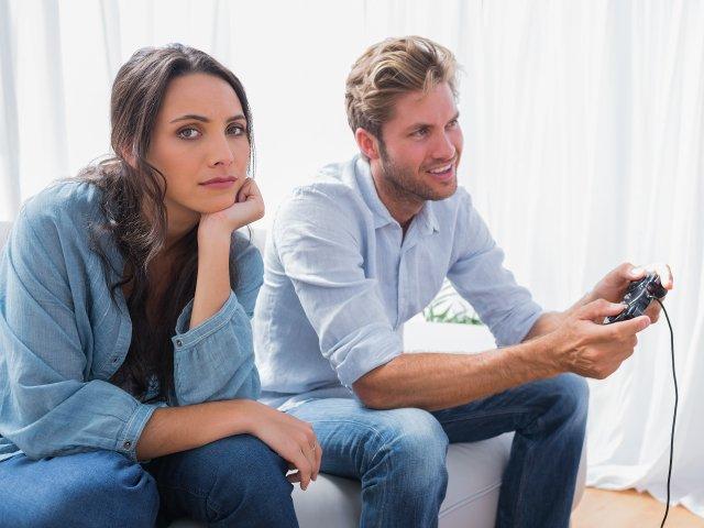 10 argumente pro si contra pe care sa le ai in vedere inainte de a iesi cu o persoana pasionata de jocuri video