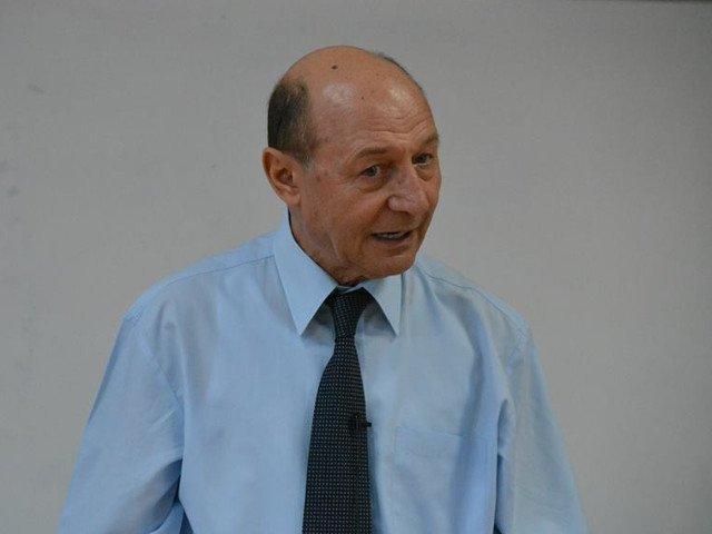 Basescu: Klaus Iohannis nu are adversar in momentul de fata in cursa prezidentiala