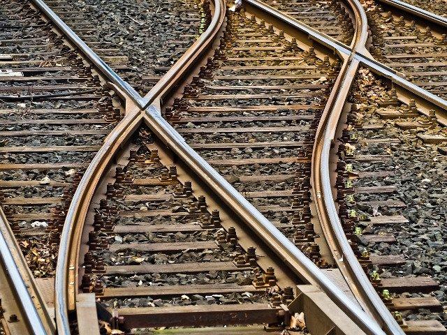 Un barbat a murit dupa ce s-a aruncat in fata trenului