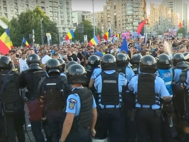 Noi arestari in urma violentelelor de la mitingul din 10 august: Doi protestatari, retinuti