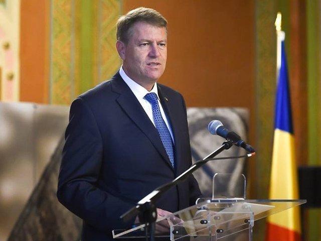 """Iohannis contesta in instanta amenda primita de la CNCD pentru termenul """"niste penali""""; procesul - amanat pe 23 noiembrie"""