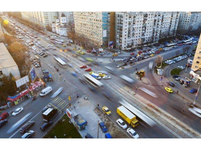 Ford testeaza o tehnologie cu care vei prinde intotdeauna verde la semafor: masina iti va recomanda viteza optima in functie de trafic