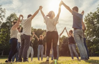 Cum poti contribui la dezvoltarea comunitatii tale: 5 idei care functioneaza