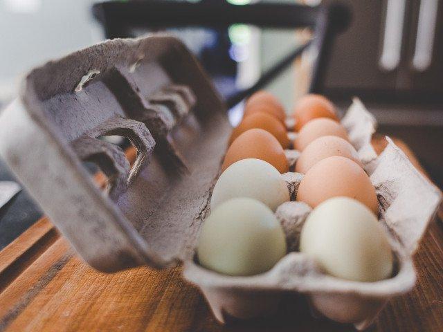 Motivul pentru care nu ar trebui sa tii ouale pe usa frigiderului. In ce loc se pastreaza cel mai bine
