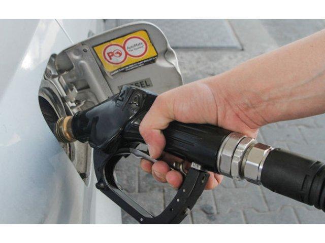 Preturile la carburanti ar putea fi plafonate: autoritatile vor sa se asigure ca eliminarea supraccizei va avea efecte la pompa
