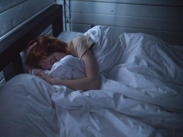 Tusea nocturna afecteaza calitatea somnului, esentiala pentru sistemul imunitar