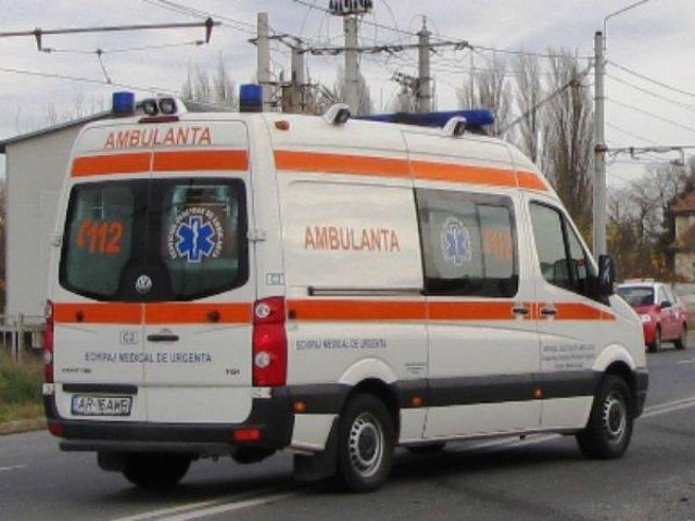 O persoana a murit si alte 6 au fost ranite, dupa ce o masina a izbit o caruta