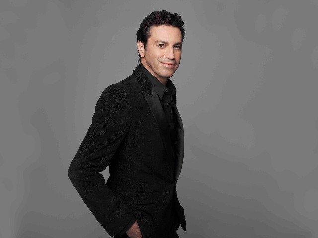 Tenorul Mario Frangoulis canta in premiera in Romania
