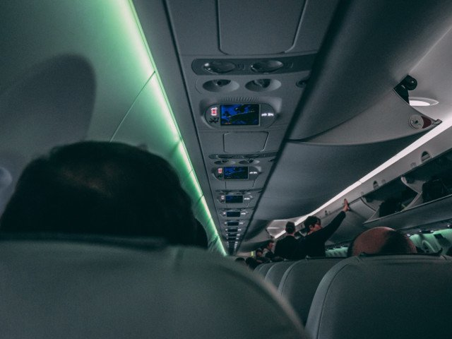 Pasagerii unei curse aeriene, revoltati de mirosul emanat de un fruct durian aflat in cala avionului
