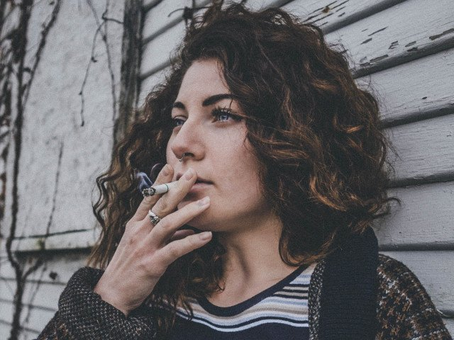 Studiu: Fumatul si diabetul, asociate cu un risc mai mare de atac de cord la femei