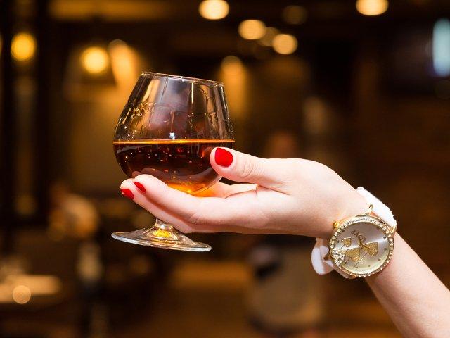 Tu stii care este diferenta intre coniac si brandy?