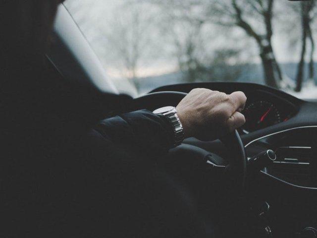 Un primar care conducea fara permis de 10 ani, surprins pe un drum judetean cu exces de viteza