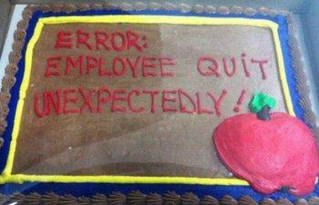 "In loc de ""ne vei lipsi"": 10+ torturi primite de la colegi de cei care si-au dat demisia"