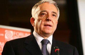 Isarescu: Functionarii bancari sunt prost platiti, insuficient educati si supraincarcati cu tendinta de a da vine pe BNR
