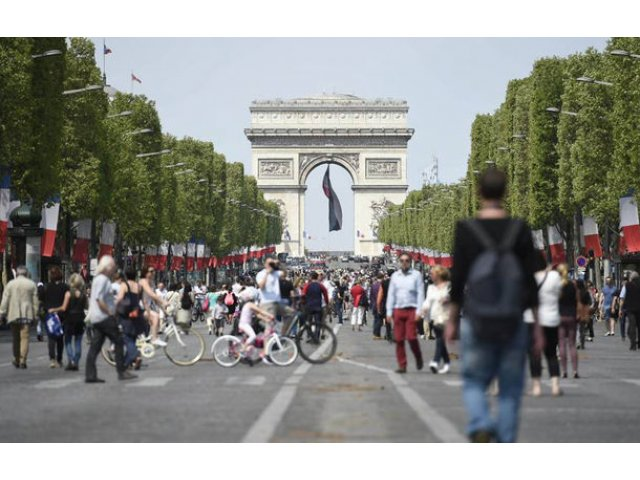 Parisul vrea sa interzica circulatia masinilor in centrul orasului in fiecare duminica: zona va deveni pietonala