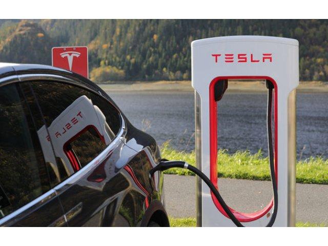 Tesla va dubla reteaua globala de puncte de incarcare in 2019: americanii vor sa lanseze o versiune mai rapida de Supercharger